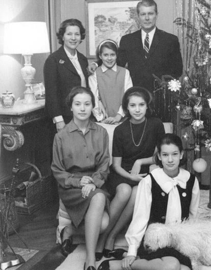 Семья Норберта Аншютца. 1960-е. Кэрол Аншютц сидит первая слева. Архив Кэрол Аншютц, Вашингтон