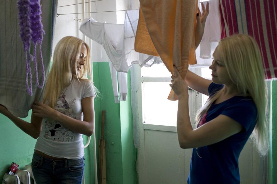 трах разводят в девушек общагах молоденьких