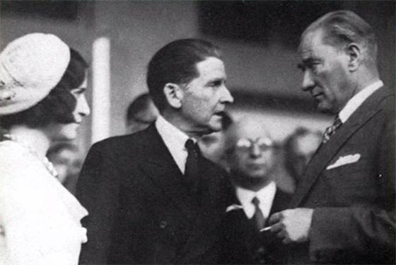 Томас Виттемор и Мустафа Кемаль Ататюрк. Анкара, 8 июля 1932 года /© Cemal Işıksel