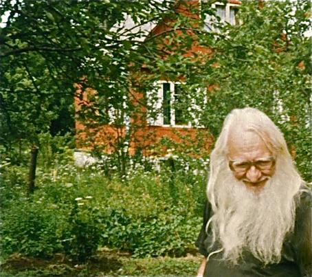 Леонид Талочкин на даче родителей Татьяны Вендельштейн в Поваровке. 1997 / © Виталий Царин