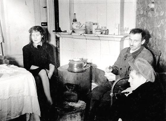 Вера Янова, Георгий Траугот и их сын Александр. Ленинград, 1940-е годы© Павел Янов