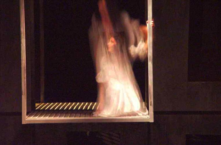 Актриса в окне