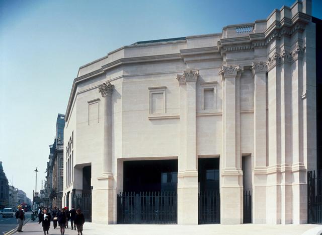 Крыло Сэйнсбери, построенное по проекту Роберта Вентури и Дениз Скотт Браун                                                                        © Национальная галерея, Лондон