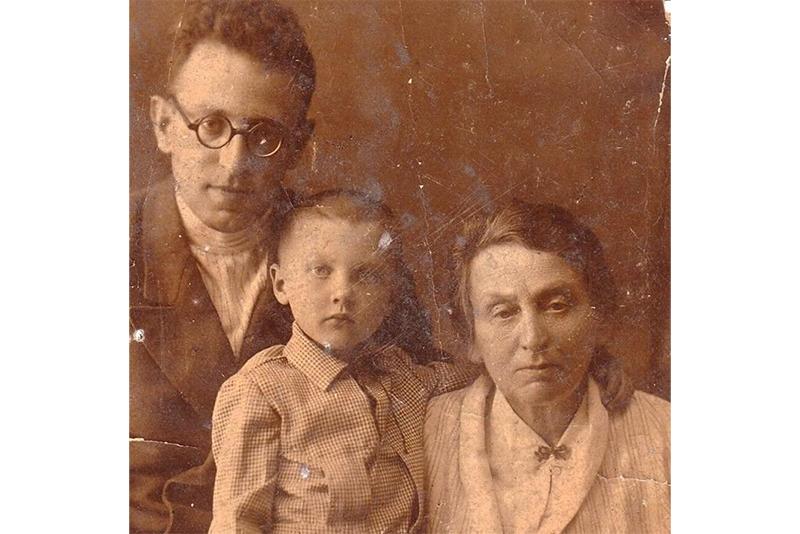 Василий Гроссман с дочерью и матерью Екатериной Савельевной. 1940-е годы © Из архива Татьяны Менакер